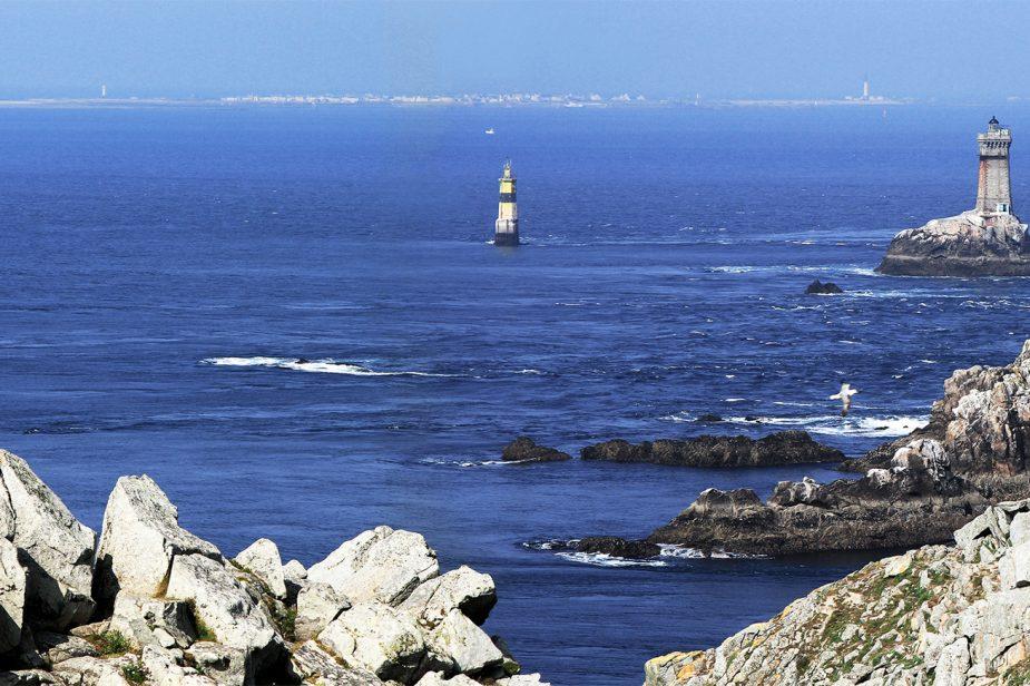 l'île de Sein vue de la Pointe du Raz